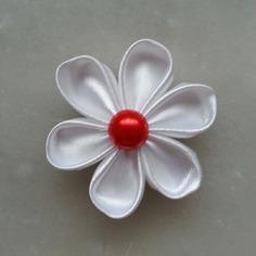 Fleur de satin 5 cm pétales ronds blanc
