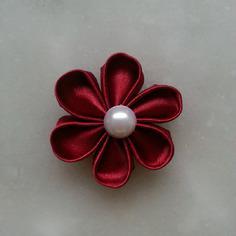 Fleur de satin 5 cm pétales ronds bordeaux