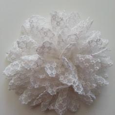 Applique fleur gauffrée  blanche 85mm