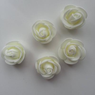 Lot de 5 têtes de rose en mousse  3cm ivoire