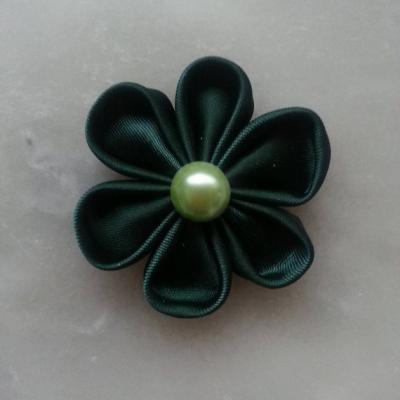 Fleur de satin 5 cm pétales ronds vert foncé
