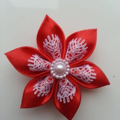Fleur satin rouge et dentelle blanc 5cm