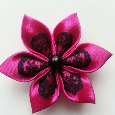 Fleur satin rose fuchsia  et dentelle noire 5cm