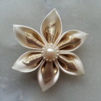 Fleur satin ivoire et tissu irrisé doré, or  5cm
