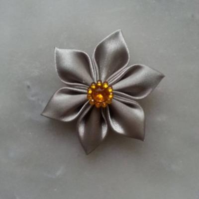 Fleur satin  5cm gris argenté