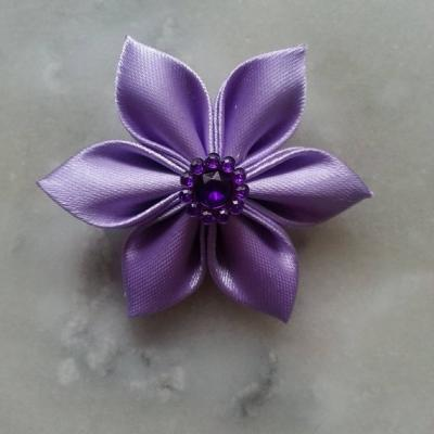 Fleur satin unie  5cm pétales pointus lavande