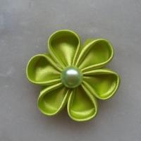 Fleur de satin 5 cm pétales ronds vert anis