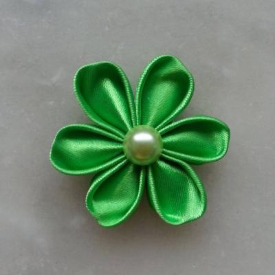 Fleur de satin 5 cm pétales ronds vert