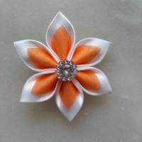 Fleur satin blanche et organza orange 5cm