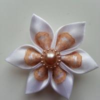 Fleur satin blanc et dentelle beige  5cm