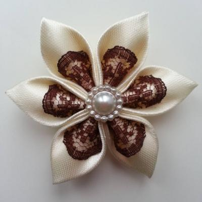 Fleur satin ivoire et dentelle marron 5cm