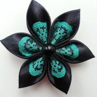 Fleur satin noire et dentelle verte  5cm