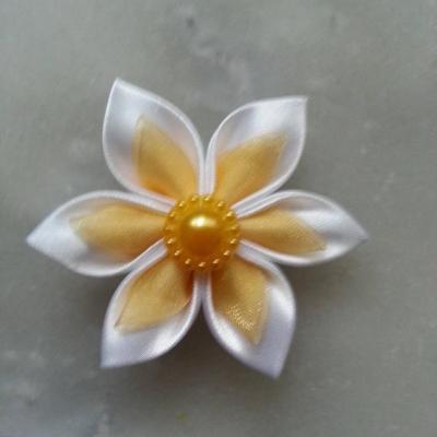 Fleur satin blanche et organza jaune 5cm