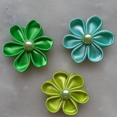 lot de 3 fleurs tissu de satin dans les tons vert 5cm