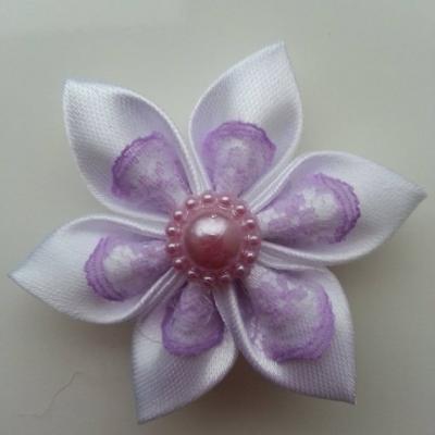Fleur satin blanc et dentelle mauve  5cm