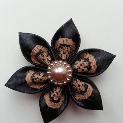 Fleur satin noire et dentelle beige   5cm pétales pointus