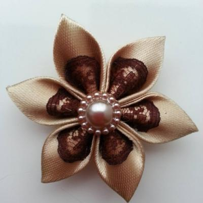Fleur satin beige et dentelle marron 5cm