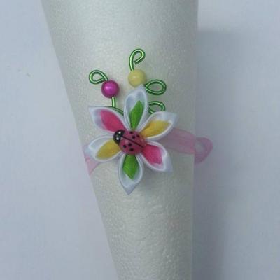 bracelet enfant fil d 'aluminium et  fleur de satin multicolore coccinelle rose