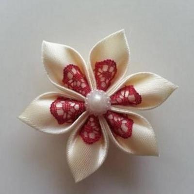 Fleur satin ivoire et dentelle bordeaux 5cm