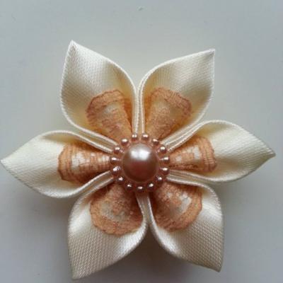 Fleur satin ivoire et dentelle beige  5cm