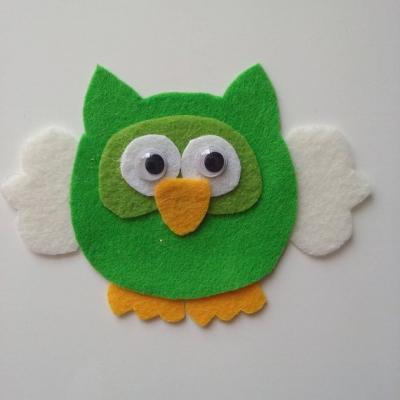chouette /hibou en feutrine vert et beige  90*65 mm