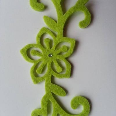 Arabesque fleur  en feutrine 120*55mm vert
