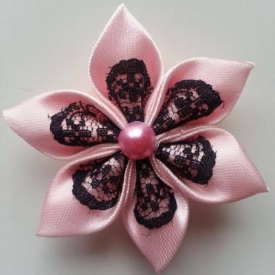 Fleur satin rose pale et dentelle noire 5cm