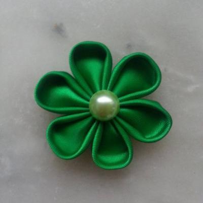Fleur de satin 5 cm pétales ronds vert sapin