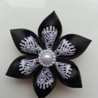 Fleur satin noire et dentelle blanc  5cm