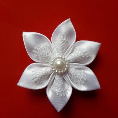 Fleur satin blanc et dentelle blanc  5cm
