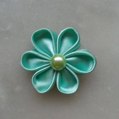 Fleur de satin 5 cm pétales ronds vert pastel