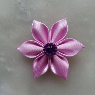 Fleur satin unie  5cm pétales pointus parme