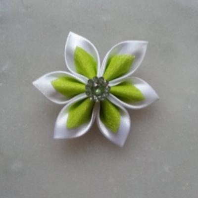 Fleur satin blanche et organza vert 5cm