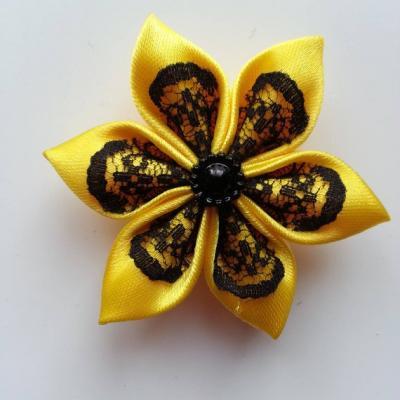 Fleur satin jaune et dentelle noire 5cm