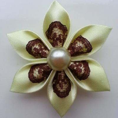 Fleur satin jaune et dentelle marron 5cm