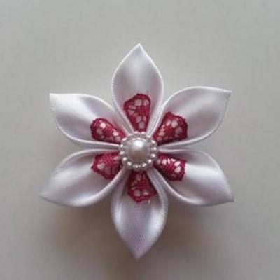 Fleur satin blanche et dentelle bordeaux 5cm