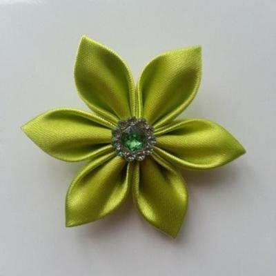 Fleur satin   5cm vert anis