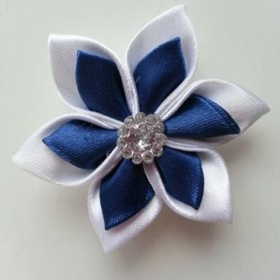 Fleur double en satin blanc et bleu marine   5cm