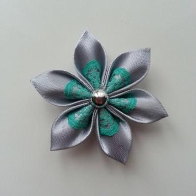 Fleur satin gris clair et dentelle verte  5cm
