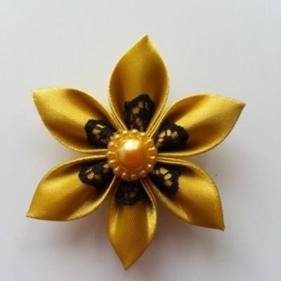 Fleur satin jaune moutarde et dentelle noire 5cm