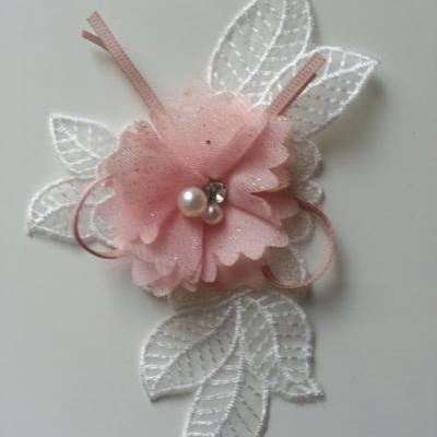 applique en dentelle blanche et fleur mousseline pailleté rose perle et strass 15*10cm