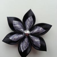 Fleur satin noire et organza pailleté  blanc 5cm
