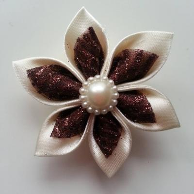 Fleur satin ivoire et organza pailleté  marron 5cm