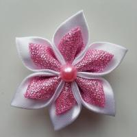 Fleur satin blanche et tissu pailleté rose  5cm