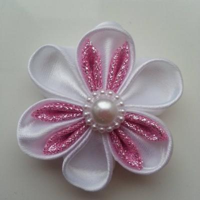Fleur satin blanche et tissu pailleté rose  5cm pétales ronds