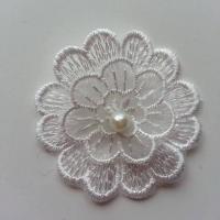 Double fleur en dentelle blanche et perle    50mm