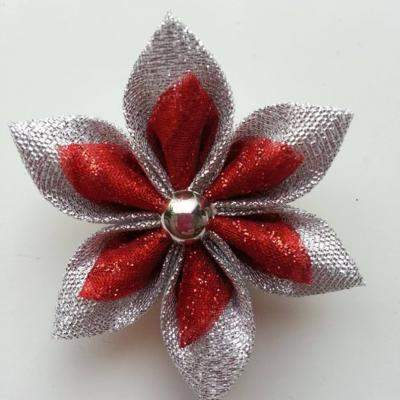 Fleur tissu argent et organza pailleté  rouge 5cm