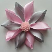 Fleur de satin bicolore 7,5cm grise et rose