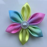 Fleur satin arc en ciel 5cm pétales pointus