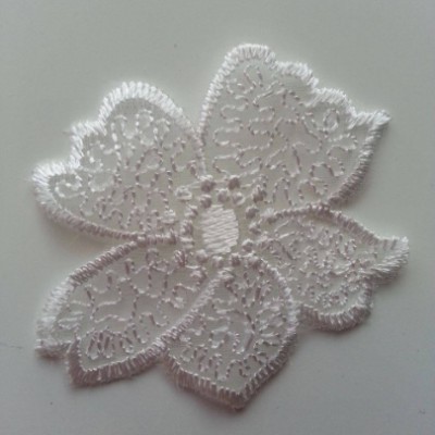 fleur en dentelle blanche de 50mm